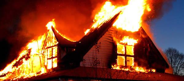 casa em chamas